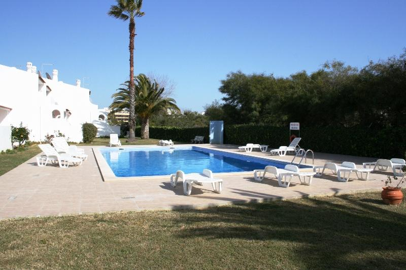 Apartment Oura Parque - 2 Bedrooms - Strip Location, vacation rental in Albufeira