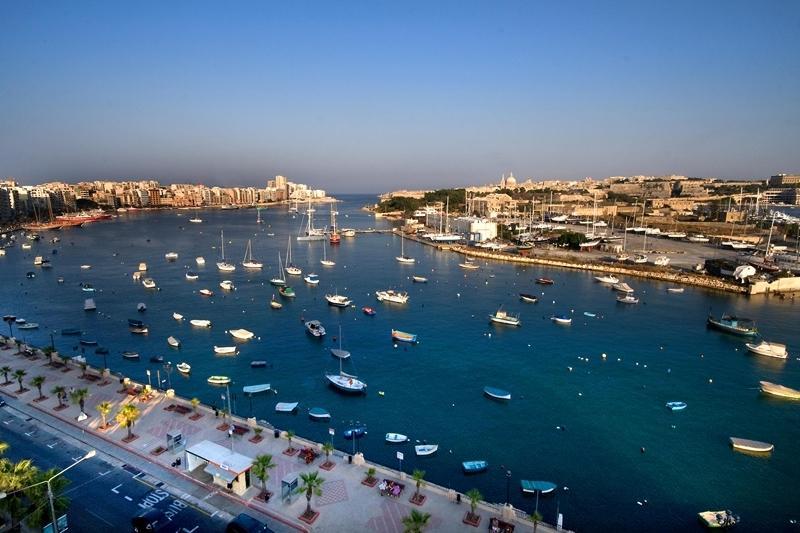 Situé à seulement 2 minutes à pied de la belle promenade de Gzira / Sliema et un ferry de 5 min à La Valette