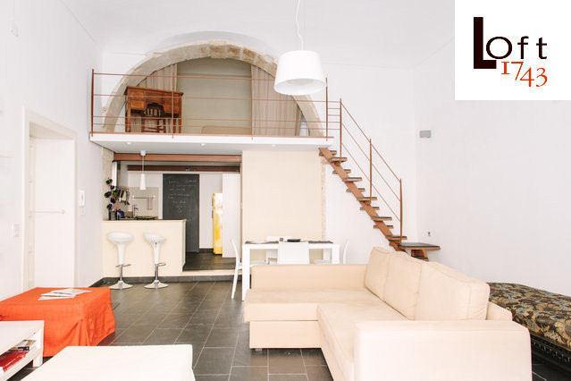1743LOft arcoSuite livingroom