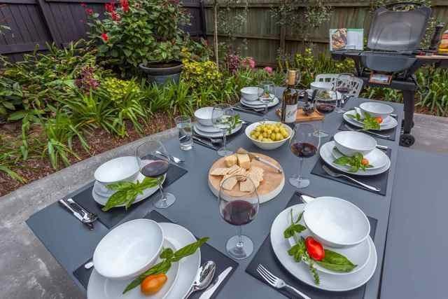salle à manger dans le back yard