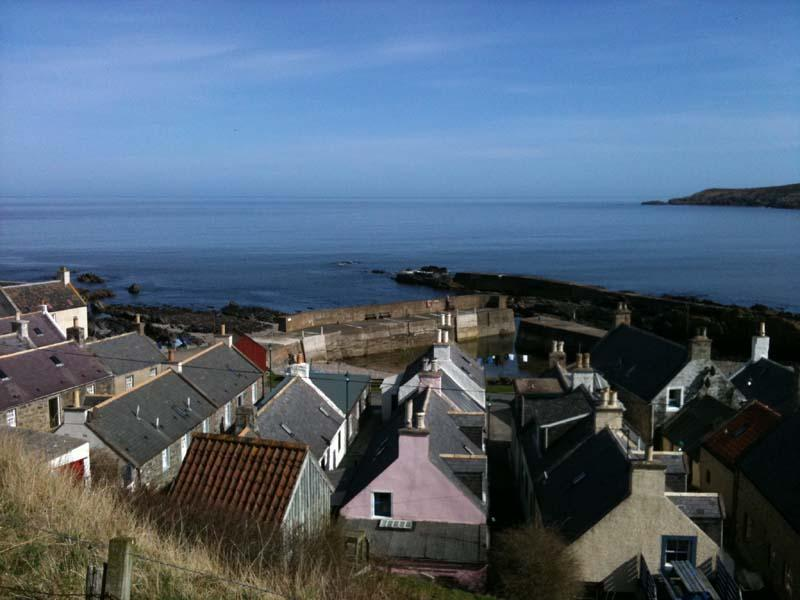Sandend rooftops near the harbour