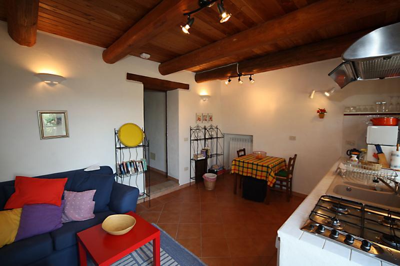 Apartamento tamarisco Living comedor con sofá y mesa de comedor del interior