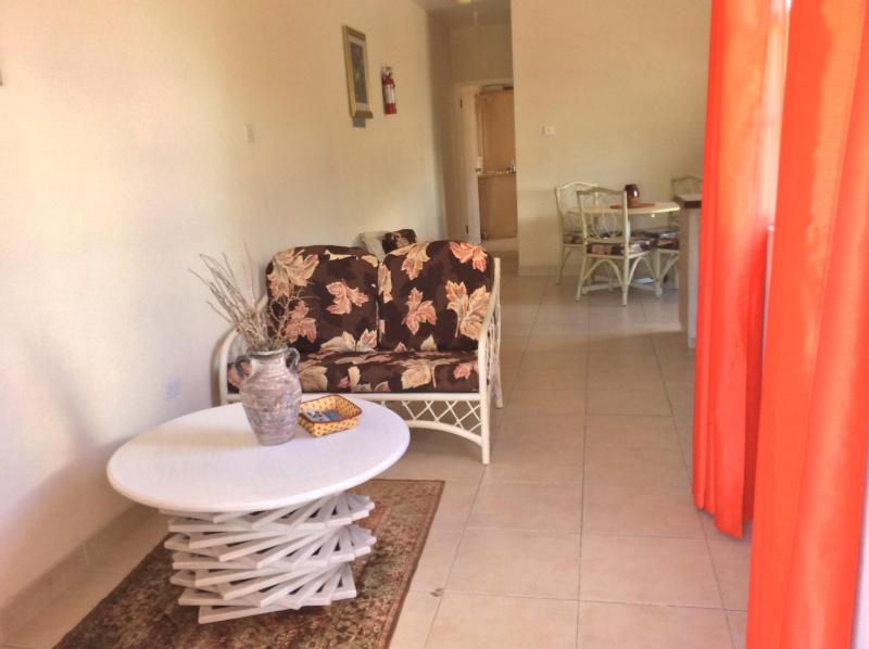 Large One bedroom near Dover Beach - No 6 Balcony Rock, holiday rental in Vauxhall