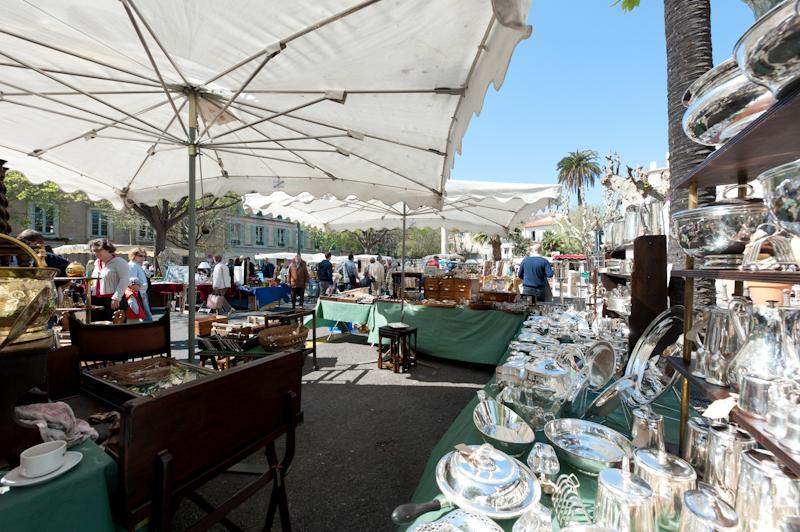 antique market 1 min walk
