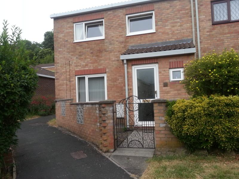 superb 3 bed in quiet location backing on to Blaise Castle. Ideal for walks and access to City