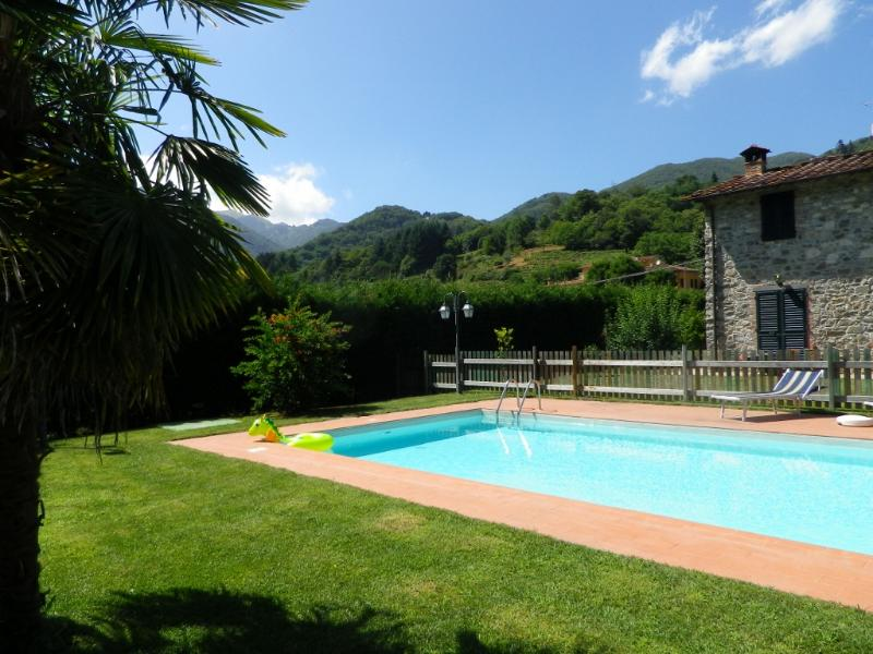 Casa di Pietro , a private cottage with pool, holiday rental in Convalle