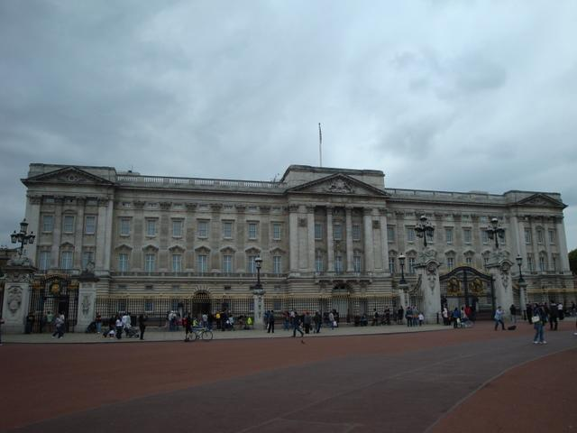 Buckingham Palace - 50 min walk or 10 minutes on tube from Russell Square Station - 7 mins walk