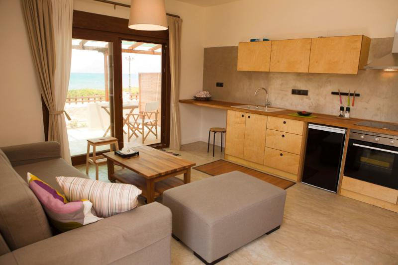 HORIZONTE seafront suites, vacation rental in Kissamos