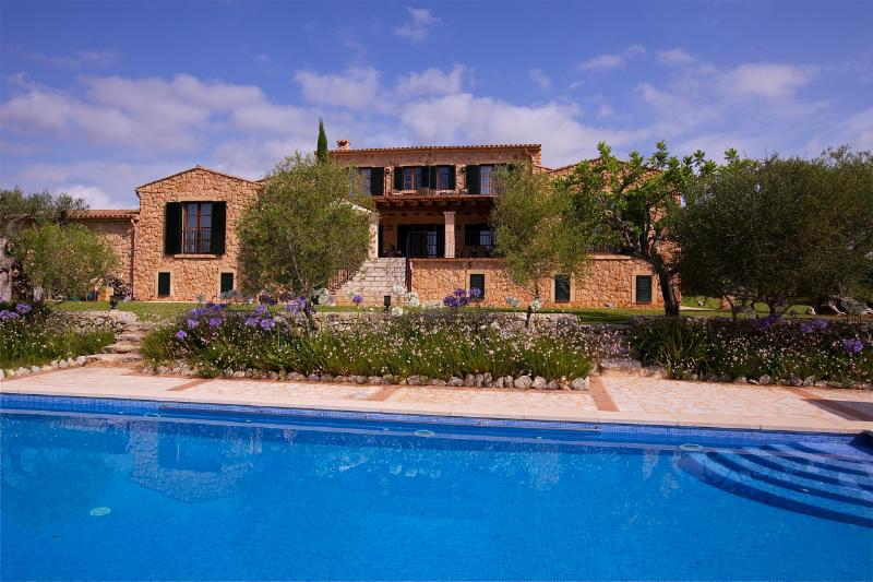 Sa Font Calenta is an outstanding luxury Finca set amongst beautiful countryside