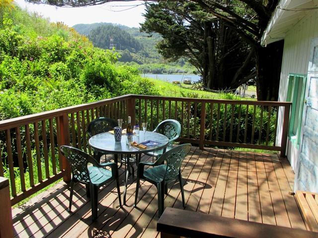 Vista del ponte fiume perfetto per rilassarsi e mangiare