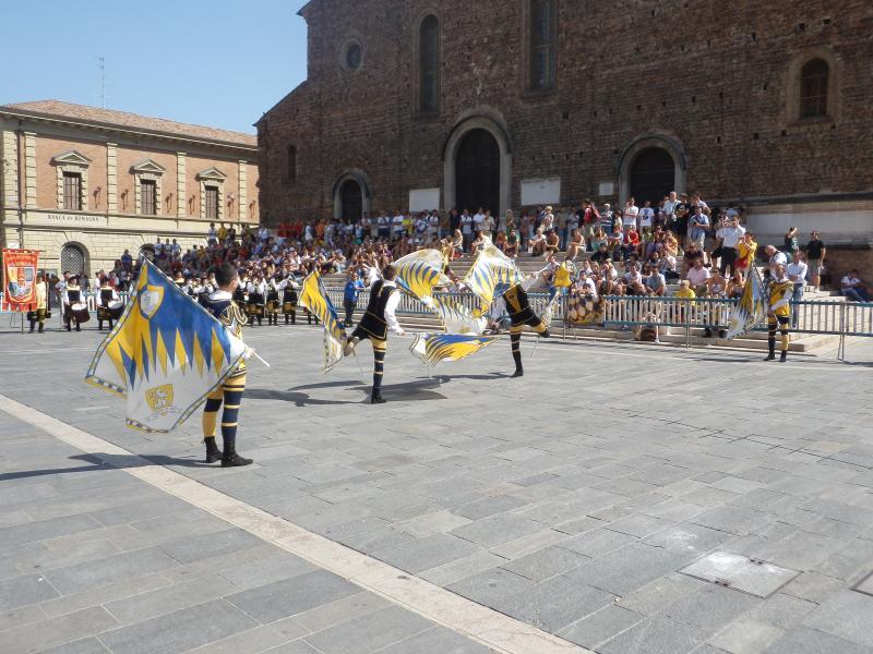 Tenzone aurea - Italian flag throwing championship