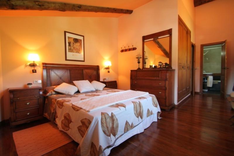 Precioso ático con chimenea  Tarter, Ed. Isards, holiday rental in Ransol