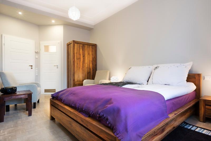 Old Town - large, brand new apartment, 2 bathrooms, Ferienwohnung in Krakau