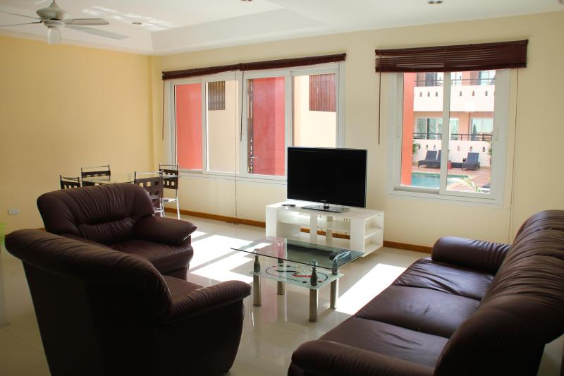 1BR apartment with swimming pool, well located in Pattaya, holiday rental in Pattaya