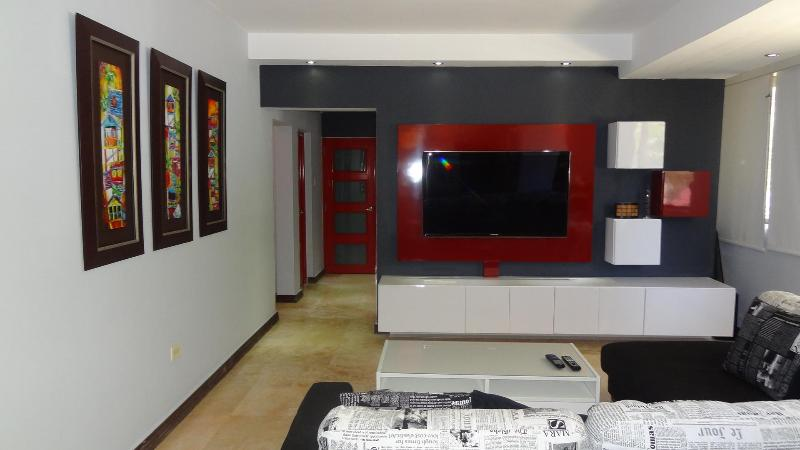 Recently Updated, Stylish and Beautiful 3 bedrooms, holiday rental in San Juan