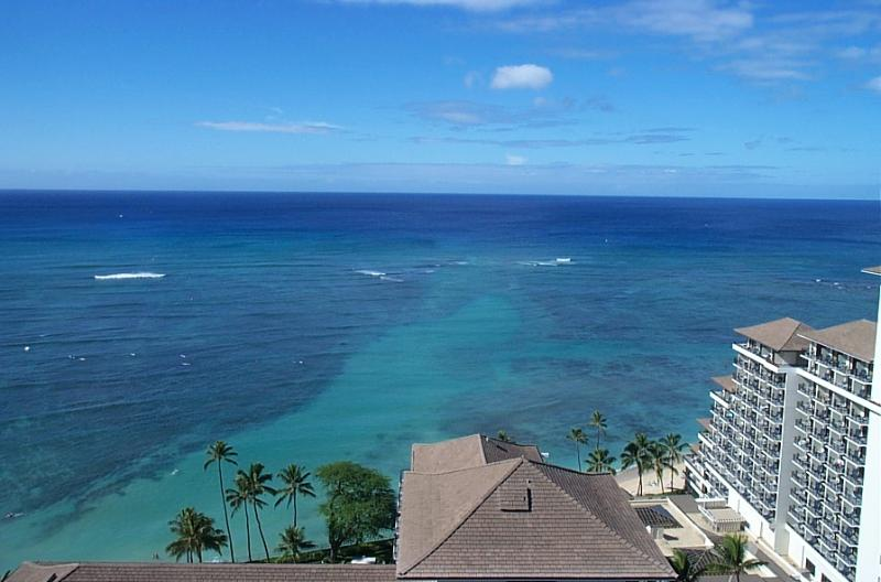 Waikiki Beach, Hawaii: One Bedroom, Two Bath Condo, vacation rental in Honolulu