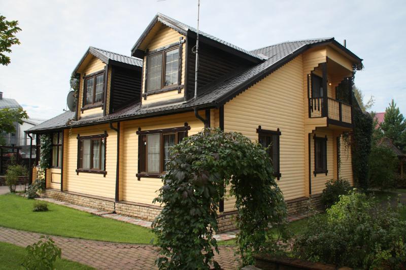Rozhdestvo Guest House, holiday rental in Dmitrovskoye