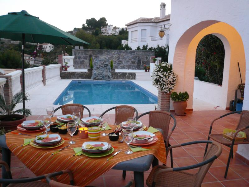 Poolside Al Fresco Dining
