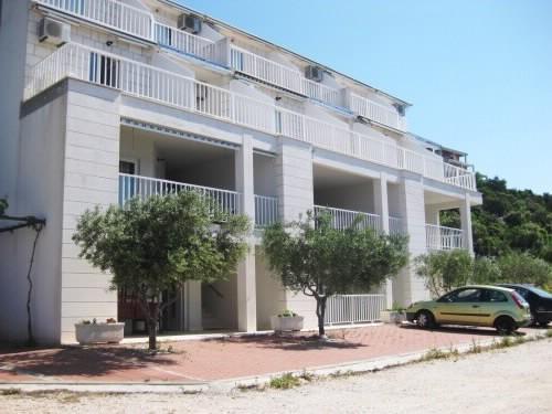 Dalmatino Apartments, holiday rental in Komarna