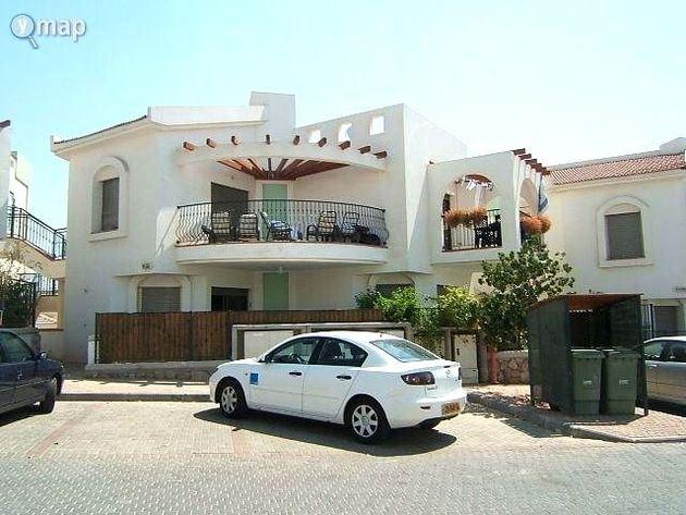 Luxury Apartment - Amdar Village -10min walk beach, alquiler vacacional en Srigim