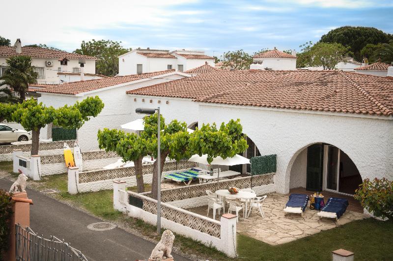 Montgrí II - Casa Grèvol, vacation rental in Empuriabrava