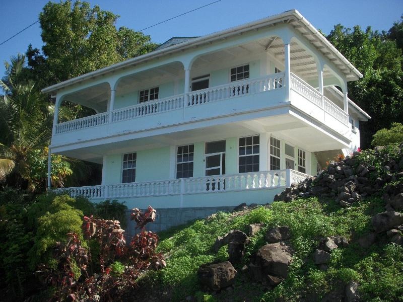 Cachacrou View - Private rental with a view!!, holiday rental in Soufriere