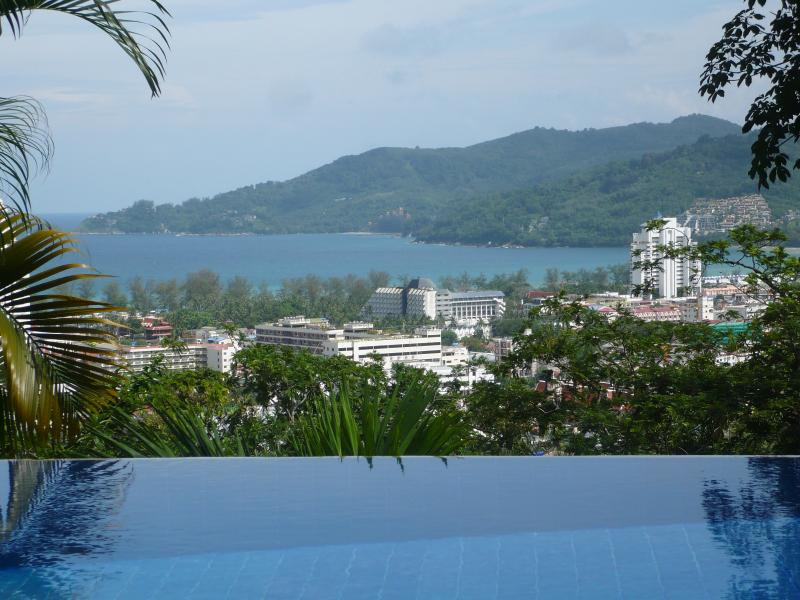 Baiyok villa 4 bedrooms edge pool and sea view, holiday rental in Patong