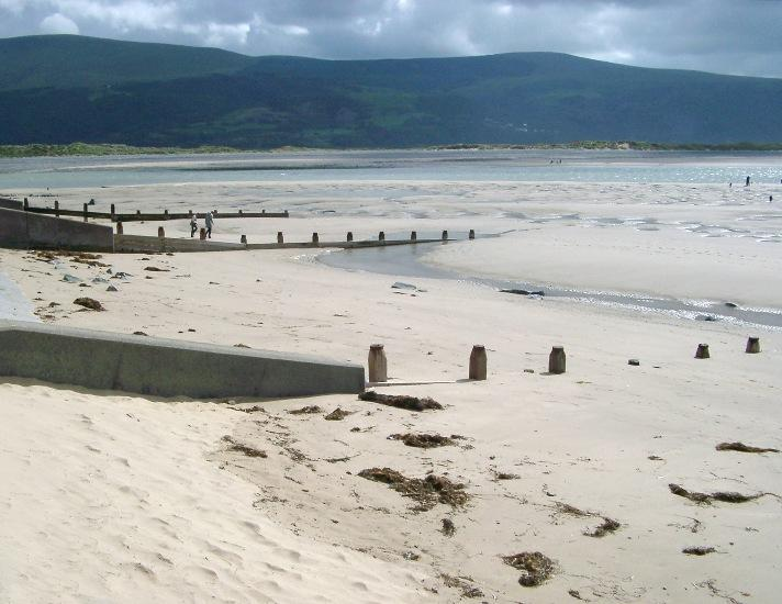 Barmouth to Harlech 10 miles of golden sands