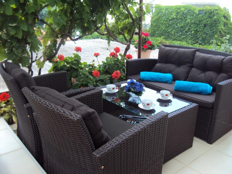 Apartments Dijana - Trogir, vacation rental in Seget Vranjica