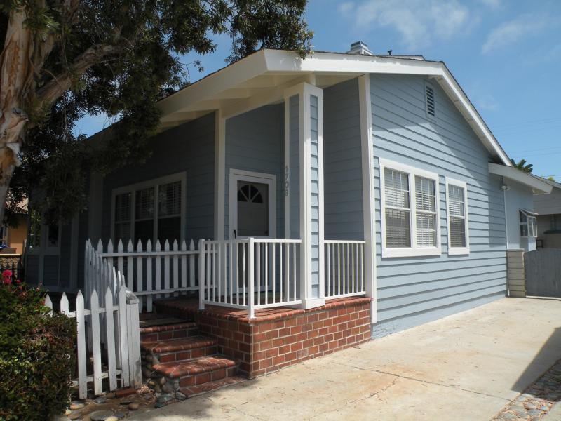 Unique 5 bedrooms, 3 baths, two kitchens, Huge grassy back yard, PETS OK, vacation rental in Oceanside