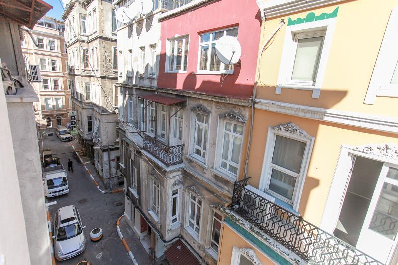 NEW & STYLISH APT. IN TAKSIM, holiday rental in Istanbul