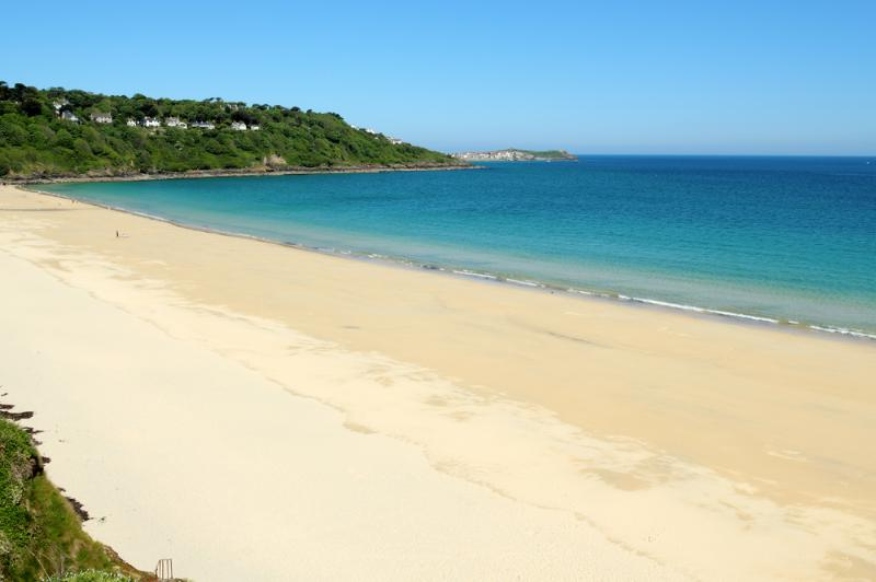 Five minute walk from apartment carbis bay beach to relax on