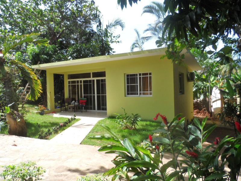 New Bungalow in a tropical garden, vacation rental in Puerto Plata