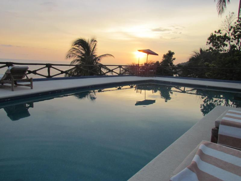 ***SPECIAL- PRIVATE POOL GARDEN BALCONY HOUSE, holiday rental in Acapulco