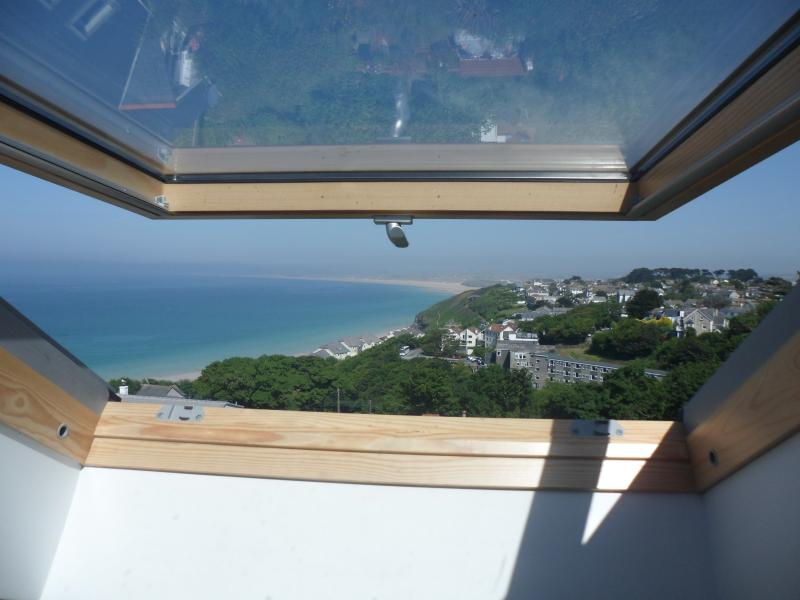 watch the sea from the bedroom window