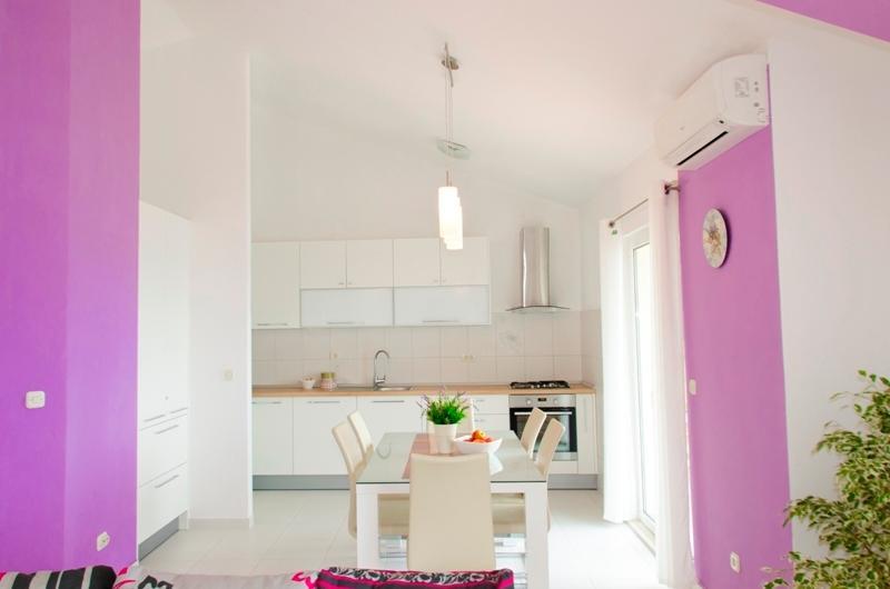 Kitchen ?nd dinning room
