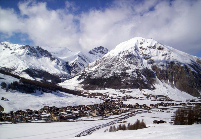 Giglio Chalet Apartment ~ A romantic alpine retreat by the ski slopes!