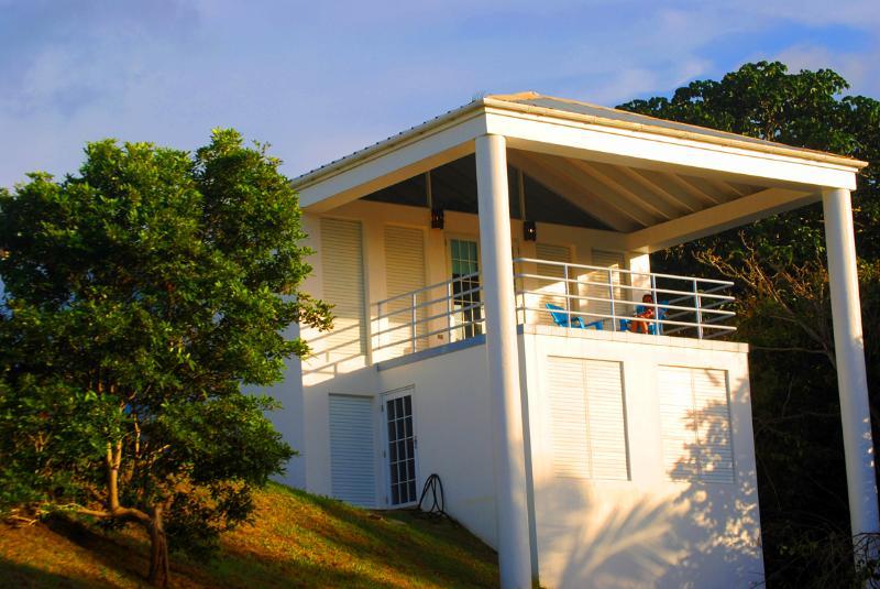 Overdekt balkon met uitzicht op de Oceaan