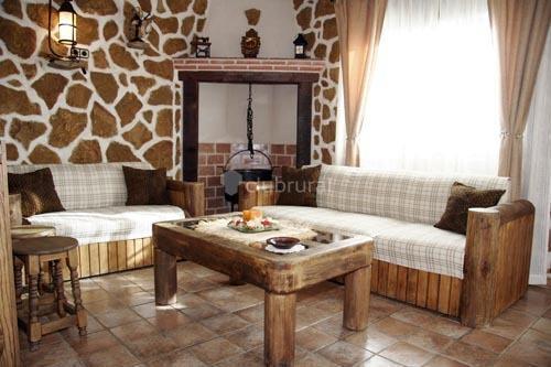 EL RINCON DE ANTER bajo, holiday rental in Piedralaves