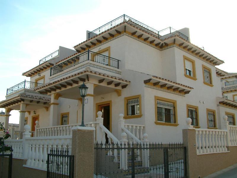 Sunny villa in Cabo Roig!