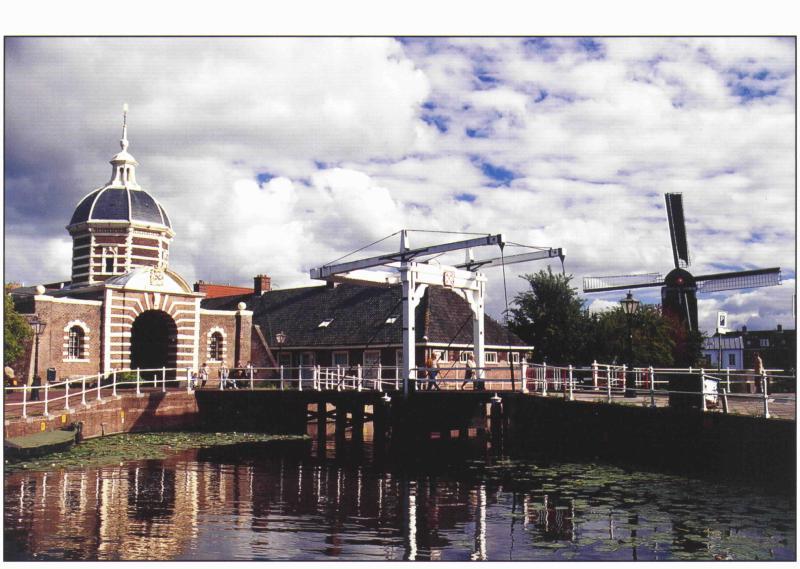 Morspoort, una de las dos puertas de la ciudad que quedan en Leiden
