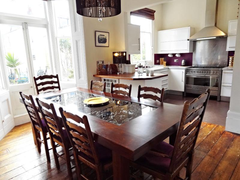 Hova Villas - Brighton and Hove Group Holiday Home, holiday rental in Ovingdean