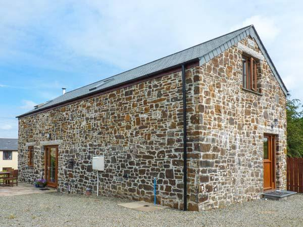 ALM LODGE, woodburning stove, patio with furniture, enclosed garden, Ref 905211, holiday rental in Kennards House