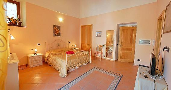 Minori Apartment Sleeps 4 with Air Con - 5228882, location de vacances à Minori