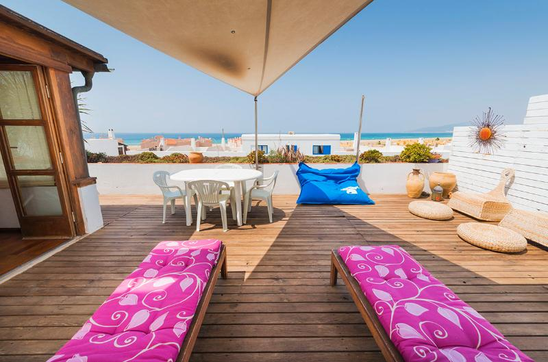 Large terrace with views to the sea and beach. Terrace furniture. Hose.