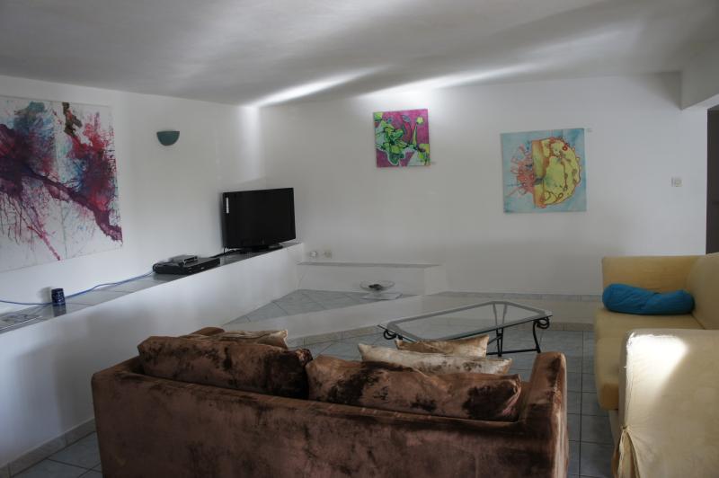 salon coin TV expo permanante artiste AURELLLL
