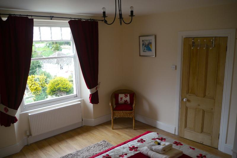 Beautifully decorated King-Size 2nd Bedroom with river views