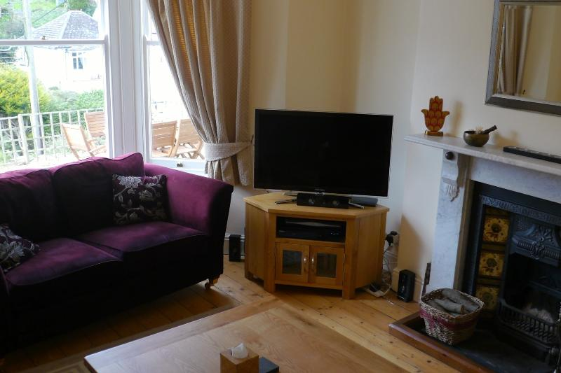 Feature Fire Place & Original Sash Windows - LED TV, BluRay, Surround Sound and Sky Package