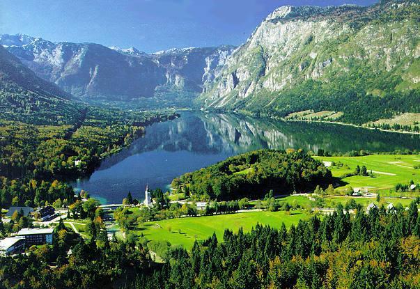 Lago Bohinj pode chegar dentro de 40 minutos de carro