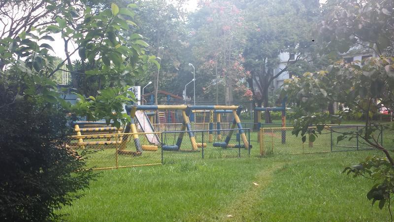 Openbare speeltuin op het blok - Speeltuin público nb quadra